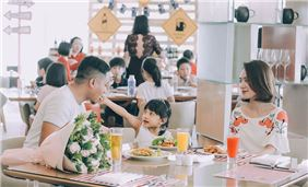Family time at JW Café